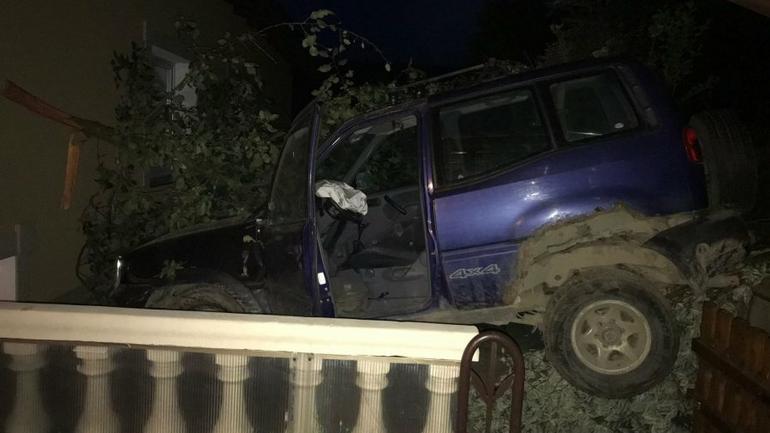 Pijany kierowca Nissanem wjechał na taras domu