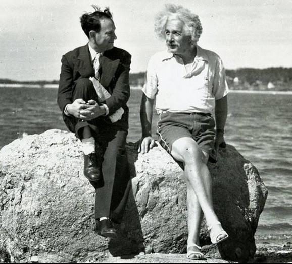Albert Ajnštajn u razgovoru sa novinarom