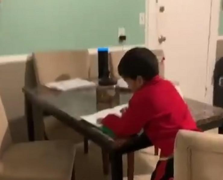 Dečak matematika domaći zadatak sistem Alexa prtscn