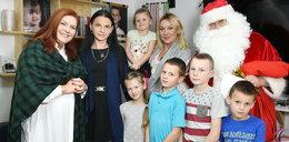 """Ekipa """"Nasz nowy dom"""" odwiedziła samotną matkę z piątką dzieci. Takie rozdali prezenty"""