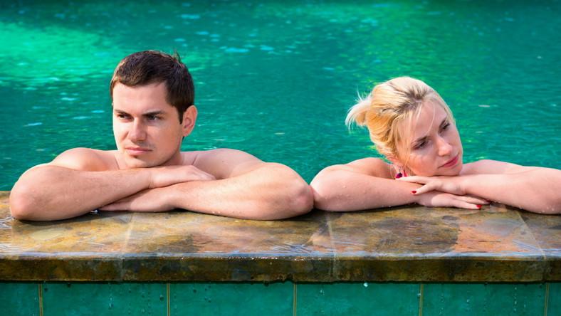 Para w basenie. Kłótnia. Wakacje