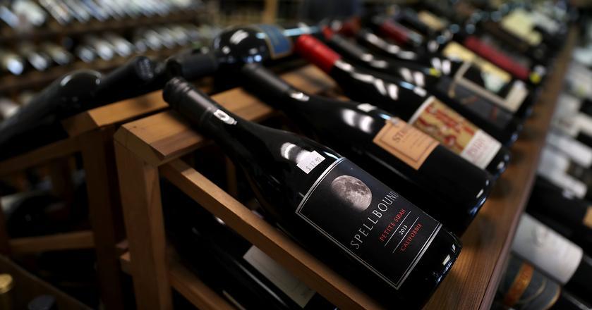 Specjalista tłumaczy, dlaczego najtańsze wino w karcie może okazać się świetnym wyborem