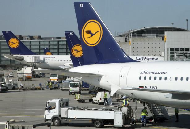 Pasażerowie wiedzą od kilku dni o odwołanych lotach i nie przyjeżdżają na lotniska.