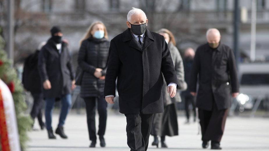 Katastrofa smoleńska. Politycy oddali hołd ofiarom podczas rocznicy -  Wiadomości