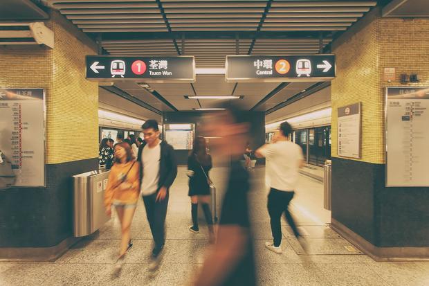 Hong Kong, nie trać głowy w metrze