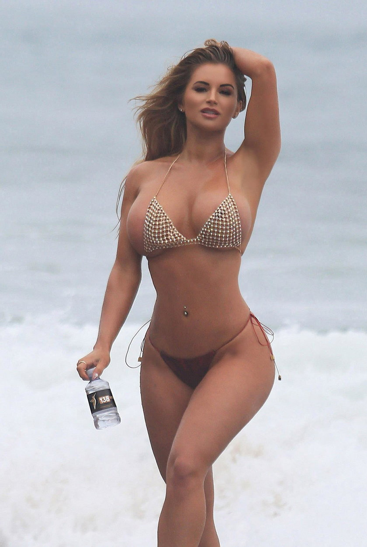 """Tak prezentuje się gwiazda""""Playboya"""". Co za ciało!"""