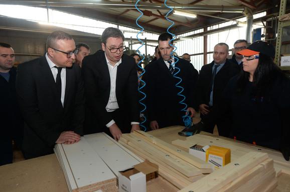 Vučić u fabrici