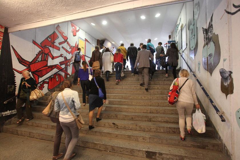 Wejście na peron dworca w Gdańsku Wrzeszczu