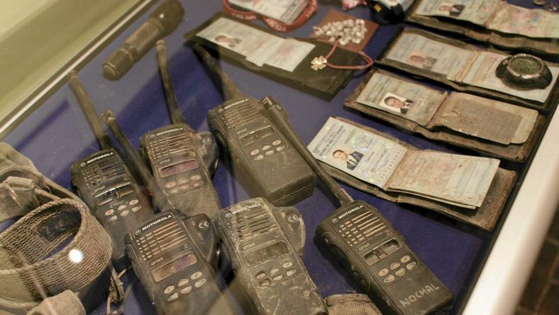 Fragmenty wyposażenia oficerów BOR, którzy zginęli w Smoleńsku