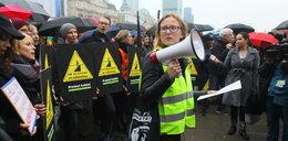 """Ksiądz o uczestniczkach czarnego protestu: """"Te głupie baby z piekła nie wyjdą"""""""