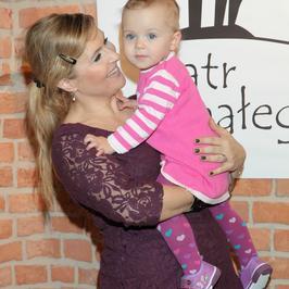 Katarzyna Skrzynecka z córką w telewizji. Jak teraz wygląda 5-letnia Alikia? Ale wyrosła!