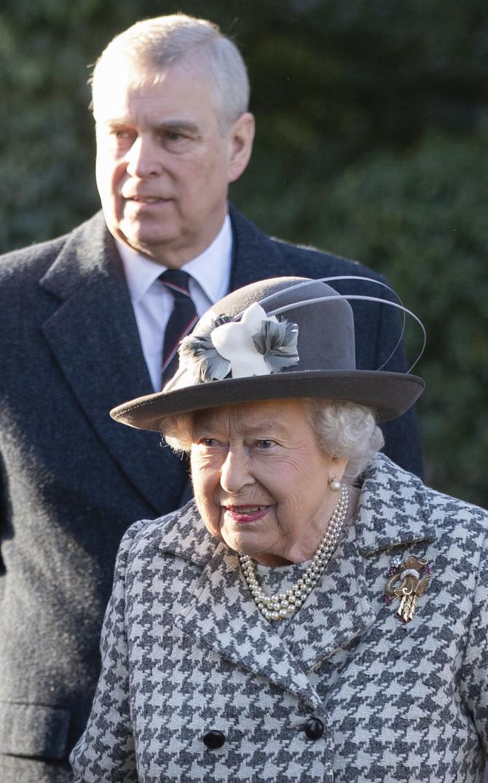 Kraljica Elizabeta II sa sinom Endrjuoom
