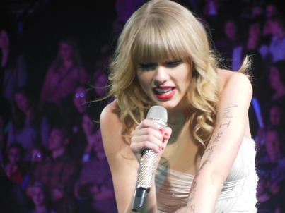 Taylor Swift, inne gwiazdy muzyki i wytwórnie poskarżyły się na YouTube amerykańskiemu Kongresowi