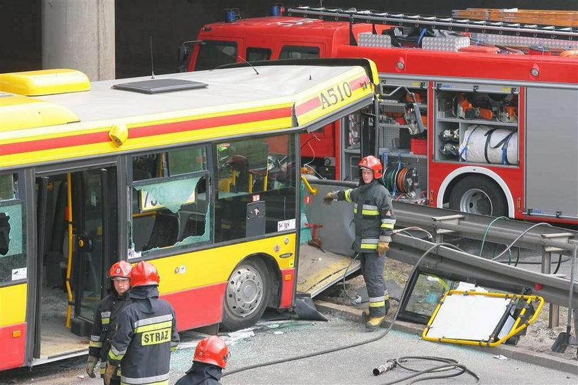 Wypadek autobusu. Czy to wina komórki?