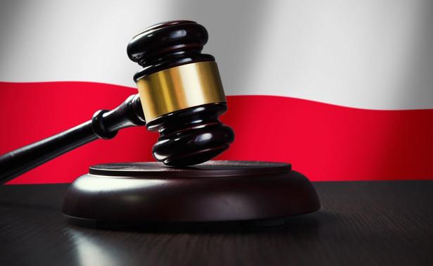 Zgodnie z art. 111 par. 1 kodeksu karnego warunkiem odpowiedzialności za czyn popełniony za granicą jest uznanie go za przestępstwo również przez ustawę obowiązującą tam, gdzie miał on miejsce