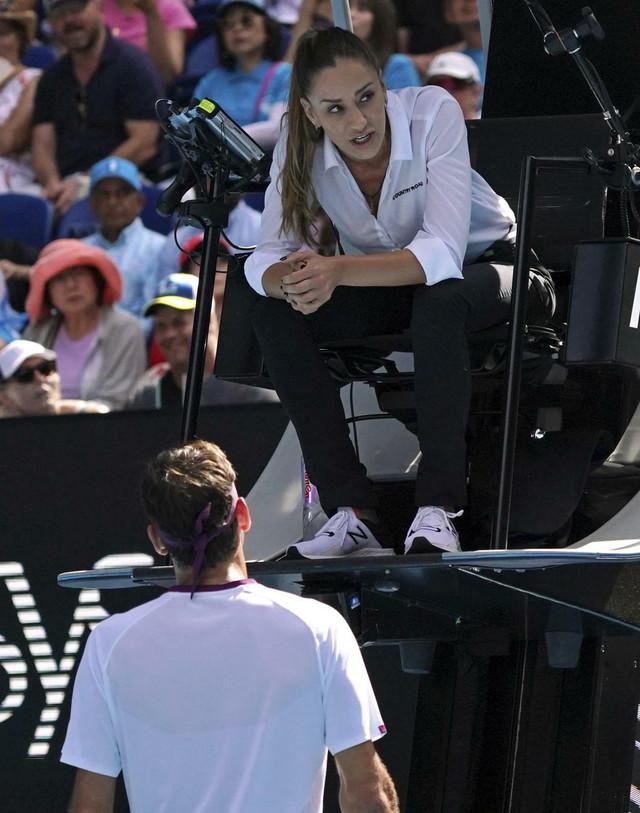 Marijana Veljović objašnjava Rodžeru Federeru zašto ga je opomenula