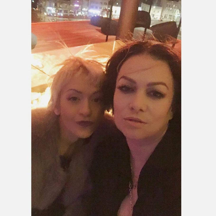 Ivana Peters sa sestrom