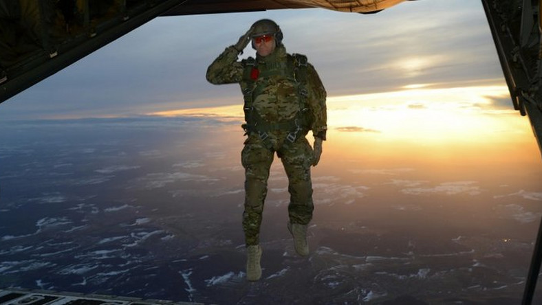 special forces paratrooper jump