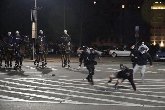 Mladić se još nije našao na zemlji, a policajci su se pripremili da ga udare
