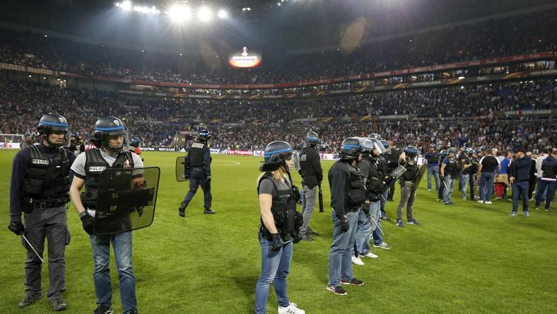 Pierwotnie spotkanie Olympique Lyon z Besiktasem Stambuł, podobnie jak trzy pozostałe mecze w tej fazie rozgrywek, miało rozpocząć się o godz. 21.05.