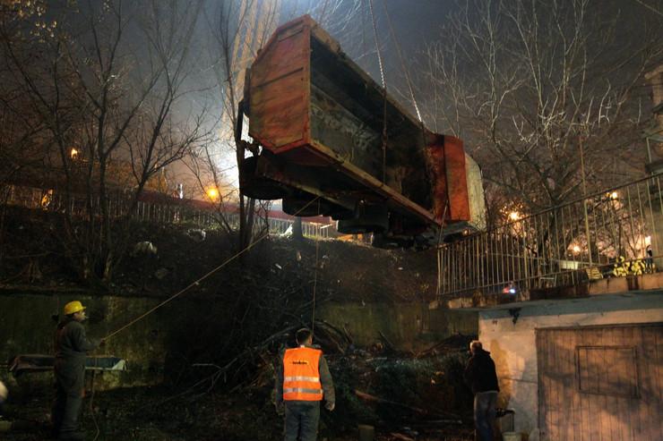 Kamion sleteo sa nadvožnjaka u Rakovici