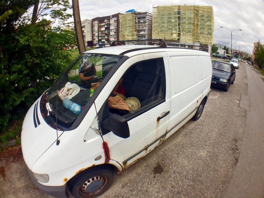 Od 3 lat mieszka w Mercedesie