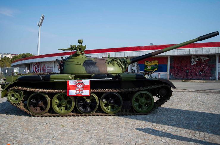 Výsledok vyhľadávania obrázkov pre dopyt crvena zvezda tank