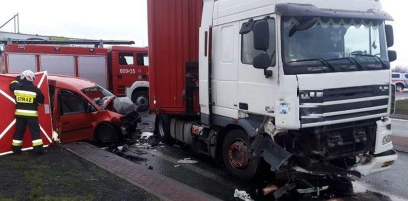 Tragiczny wypadek na A4. Tir wymusił pierwszeństwo