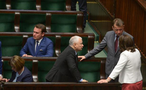 Jarosław Kaczyński, Mariusz Błaszczak i Beata Mazurek w Sejmie