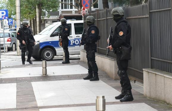 Velike mere obezbeđenja prilikom dovoženja Kašćelana /Foto: Vijesti.me/Savo Prelević