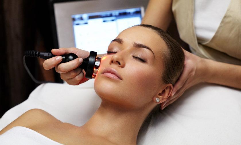 Tak zaoszczędzisz na kosmetyczce. Świetne efekty osiągniesz w domu!