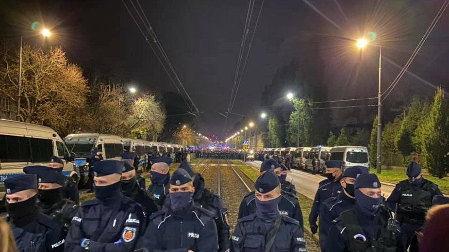 Policja pilnowała wczoraj dostępu do domu Jarosława Kaczyńskiego