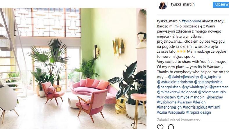 Klimat lat 50., pastelowe kolory i złoto oraz dużo tak modnych teraz roślin – tak najkrócej można podsumować dom Marcina Tyszki. Skojarzenia z domami gwiazd złotej ery Hollywood na pewno nie będą przypadkowe.