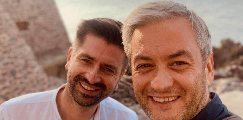 Zaskakujące kulisy miłości Roberta Biedronia i Krzysztofa Śmiszka. Zaczęło się od podstępu...