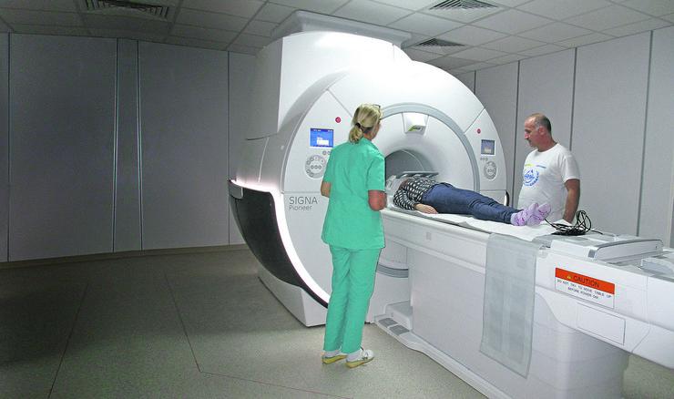 NIS09 snimanje na magnetnoj rezonanci u novom KC Nis prvi pacijenti foto Branko Janackovic