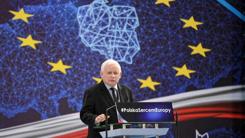 Prezes Prawa i Sprawiedliwości Jarosław Kaczyński przemawia podczas konwencji regionalnej PiS w Jasionce