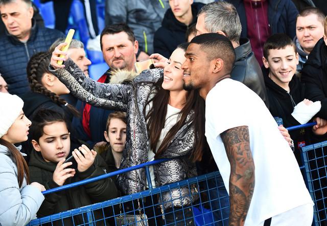 Rikardo Gomeš se slika sa navijačima