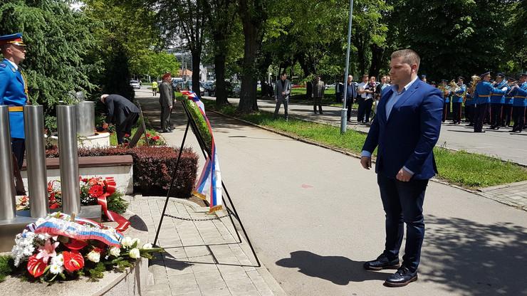 polaganje venaca na spomenik stradalima u Nato agresiji 1999.godine
