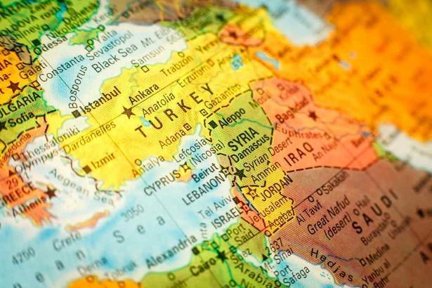 Turcja utrzymuje bliskie stosunki z Katarem, zasobnym w gaz emiratem, z którym łączą ją bliskie stosunki handlowe.
