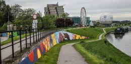 Nie tylko ozdabia Kraków, ale też usuwa smog. Wyjątkowy mural na Bulwarze Wołyńskim!