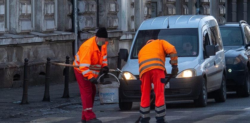 Tak w Łodzi łatają dziury na ulicach. Przypadek czy ustawka?