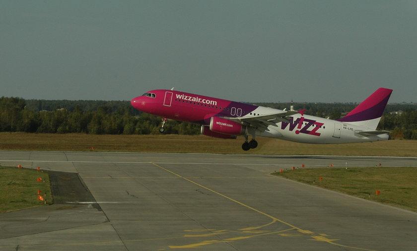 Awaryjne lądowanie samolotu Wizz Air w Pyrzowicach. Na pokładzie 150 osób.