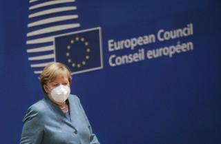 Polska otoczona murem obostrzeń sanitarnych