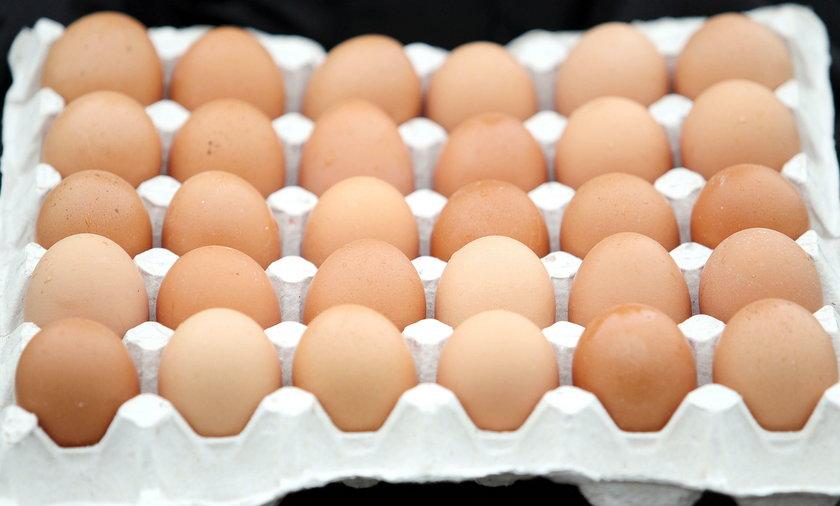 Naukowcy z krakowa dowiedli ze swojskie jajka sa niezdrowe, bo kury zyjace na terenach, gdzie jest smog daja zatrute jajka