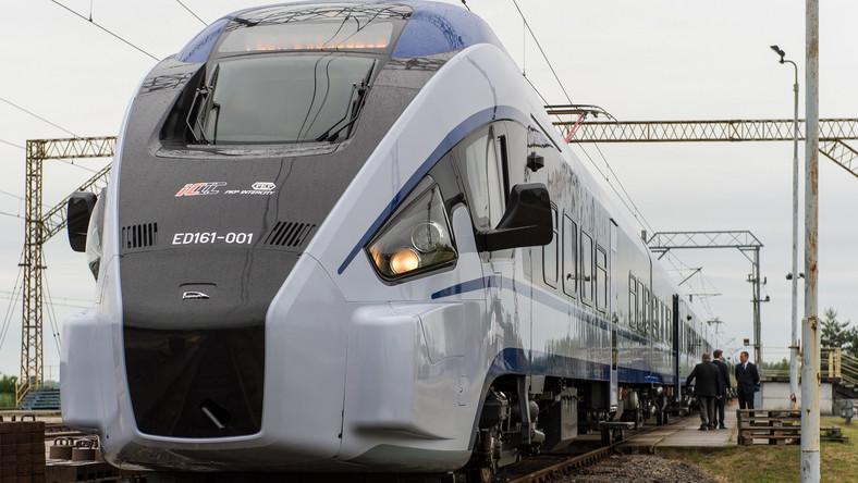 Zabierze ponad 350 pasażerów, rozwinie prędkość 160 kilometrów na godzinę. Na torze doświadczalnym w Żmigrodzie trwają testy pociągu Dart.