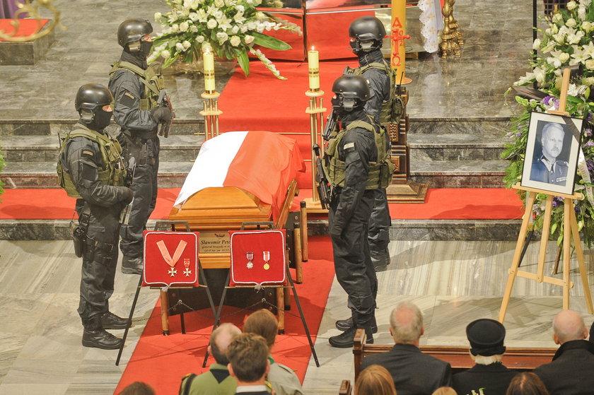 Gen. Petelickiego żegnała rodzina, biskupi i koledzy z wojska