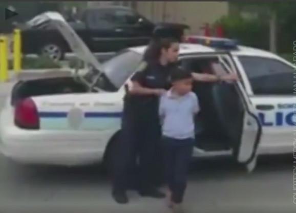 Privođenje maloletnog dečaka koji je udario učiteljicu
