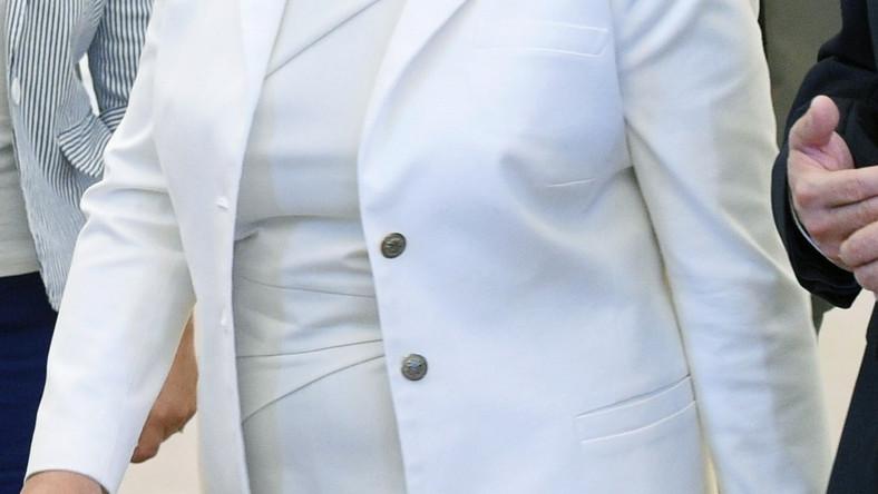 W bieli od stóp do głów kandydatka PiS na premiera wystąpiła wczoraj na spotkaniu inicjatorów referendum, które odbyło się w Pałacu Prezydenckim w Warszawie...