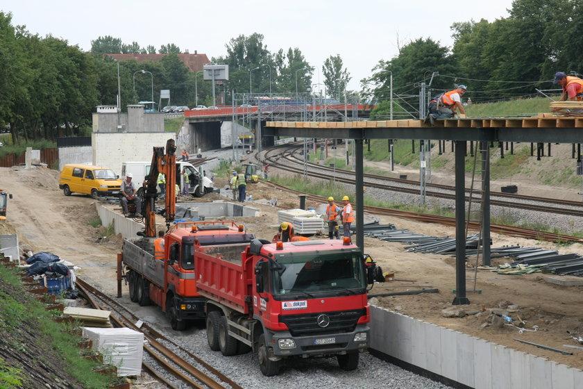 Budowa nowego peronu