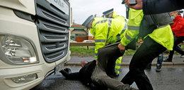 Przepychanki polskich kierowców z brytyjską policją. Gorąco na granicy
